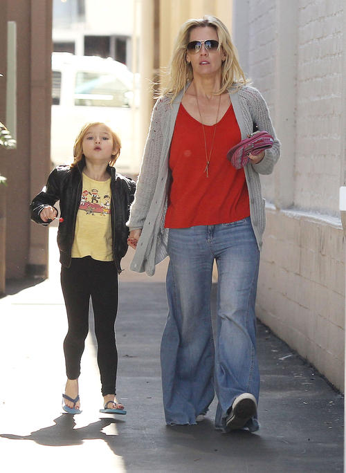 Semi-Exclusive... Jennie Garth & Daughter Fiona Running Errands In Los Angeles