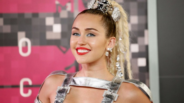 Singer and show host Miley Cyrus arrives at the 2015 MTV Video Music Awards in Los Angeles, California, August 30, 2015.  REUTERS/Danny Moloshok